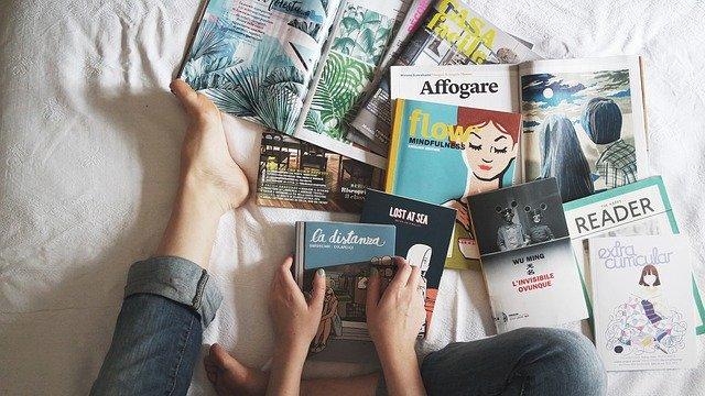 雑誌を並べる